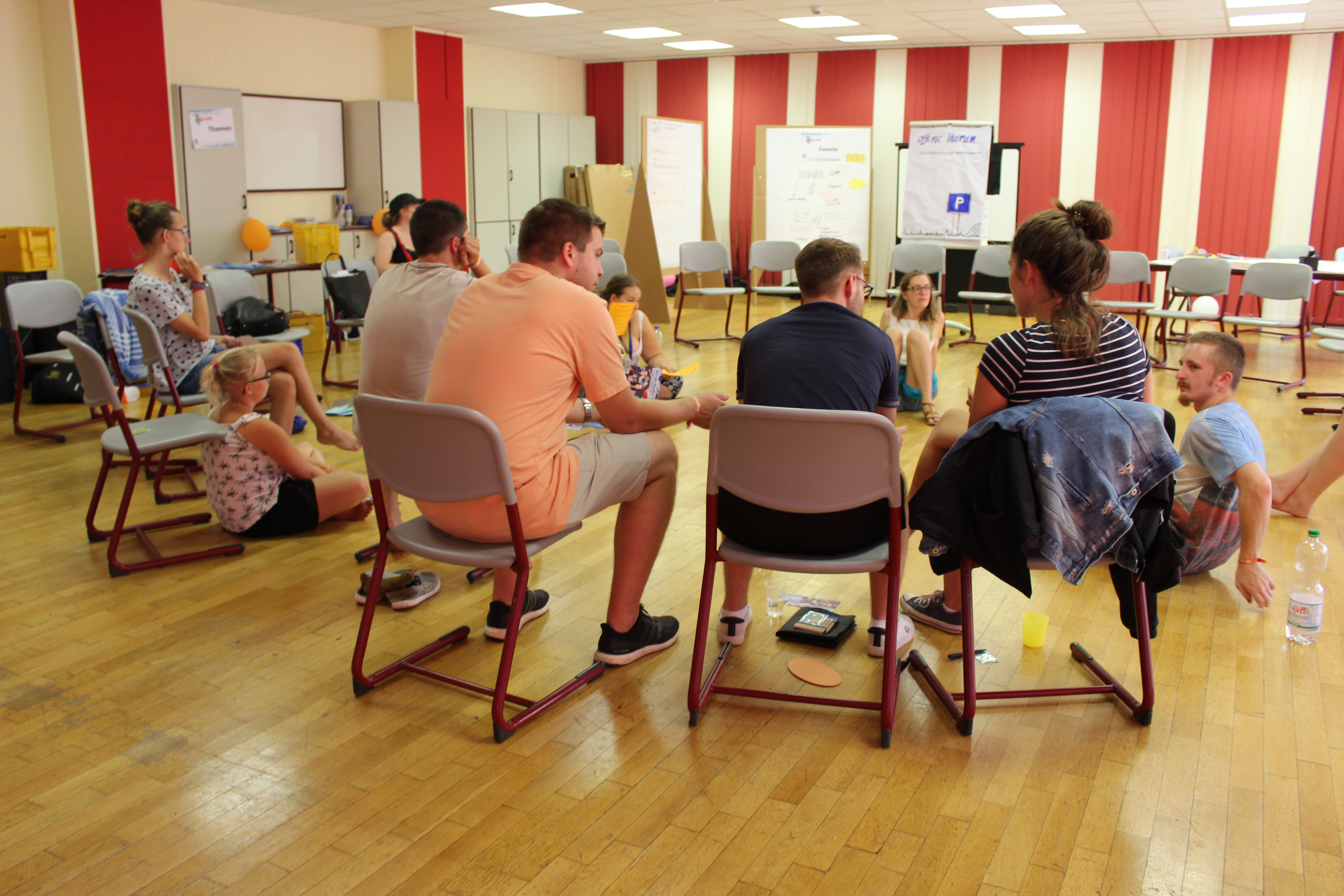 In einer Gruppendiskussion wurden letzten Themen besprochen und die Woche ausgewertet.